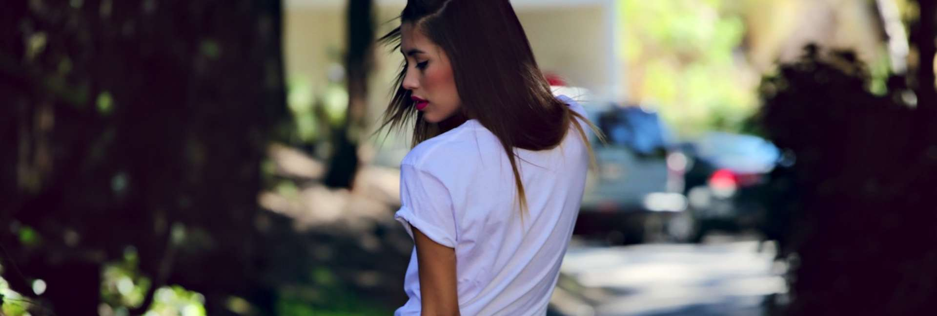 How to style a simple white T-shirt