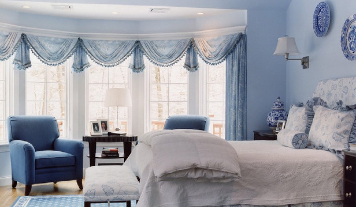 How to brighten up your apartment with some light blue touches