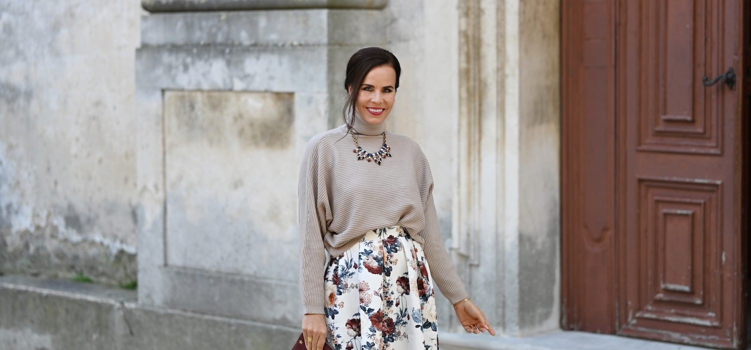 Style of the day: sweater and skirt