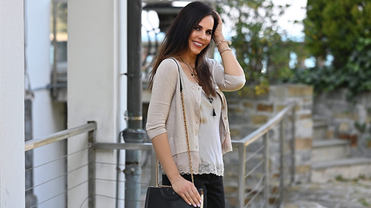 Style of the day: simple with lace