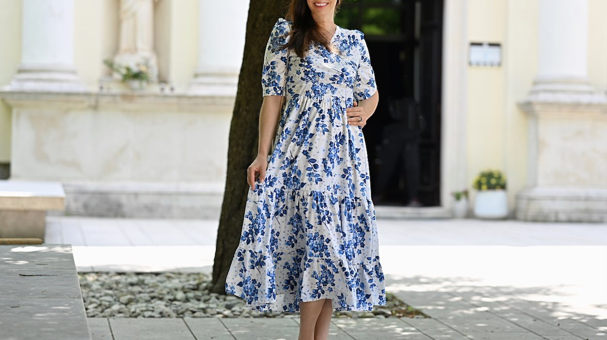 Style of the day: the midi dress with blue flowers